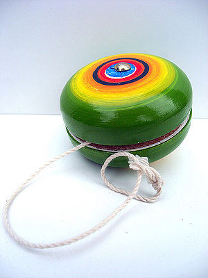 English: Wooden yo-yo